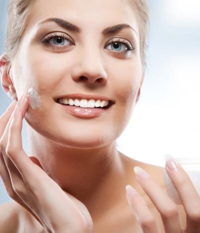Nawilżanie tylko dla skóry suchej? Fakt czy mit – sprawdź!