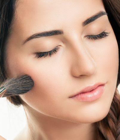 Jak przygotować twarz donałożenia makijażu